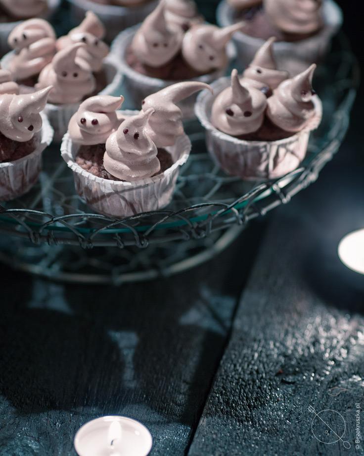 Bezglutenowe muffiny z gryczanej mąki z bezami na halloween