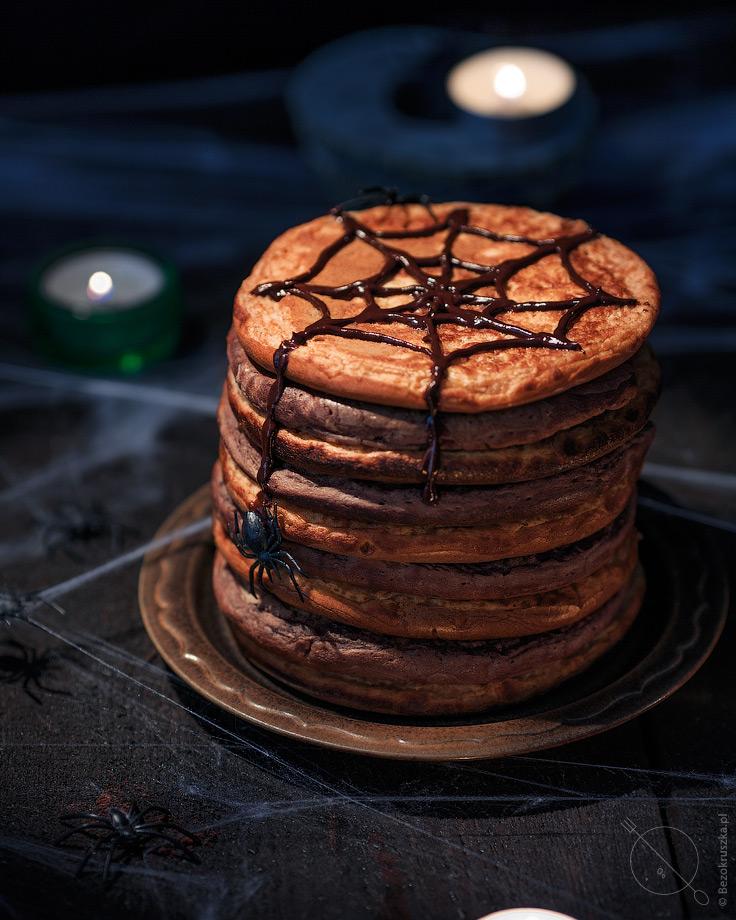 Bezglutenowe pancakesy dla dziec na Halloween z pająkami