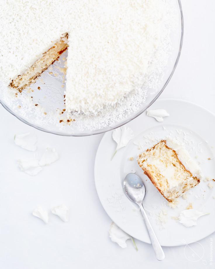 Bezglutenowe ciasto rafaello z kokosowymi wiórkami