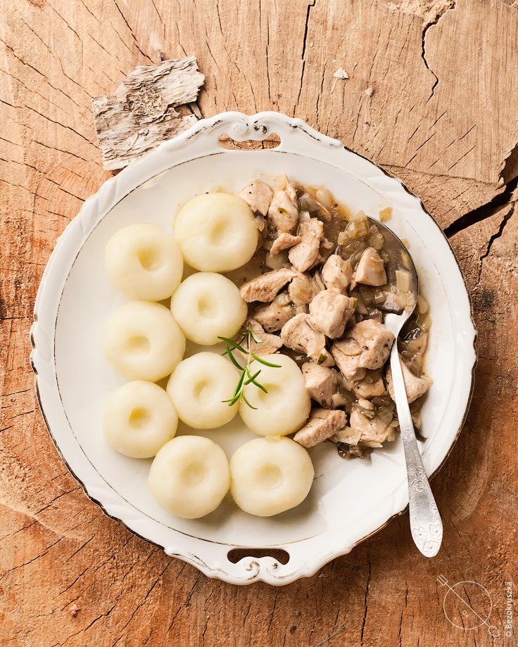 Kluski śląskie z indykiem w sosie pieczarkowym