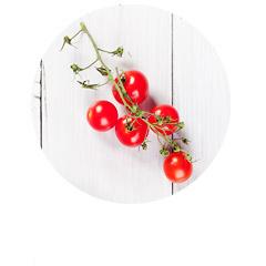 Pizza bezglutenowa z pomidorami i rukolą