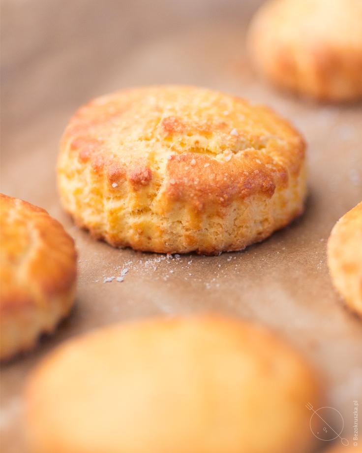 Bezglutenowe bułeczki scones w piekarniku