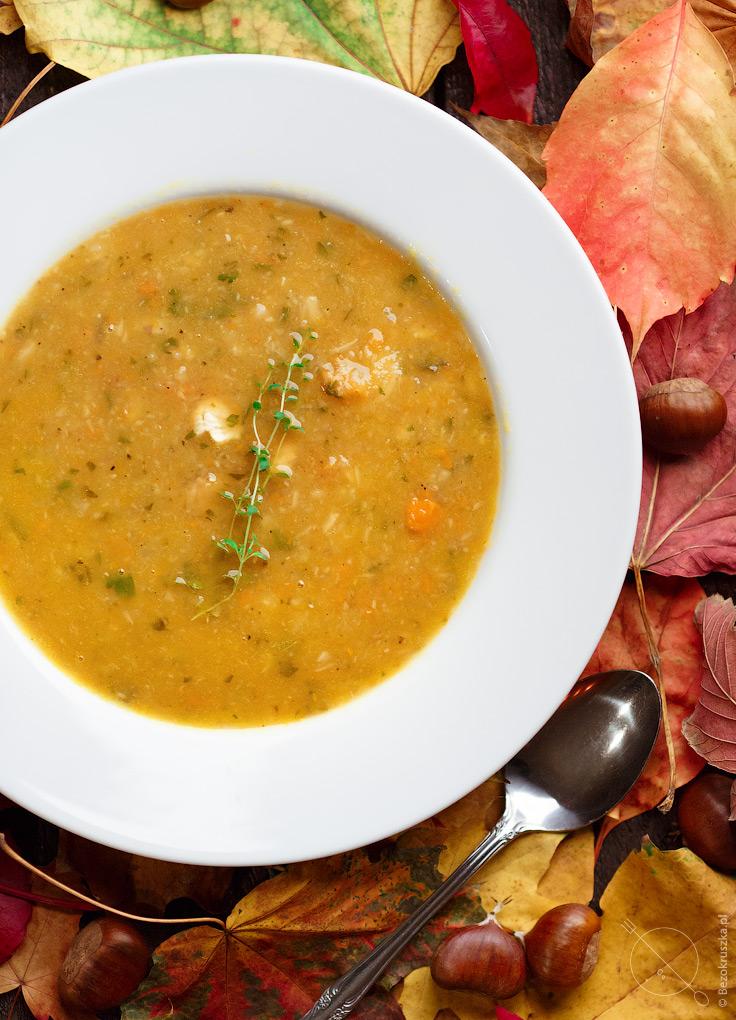 Słodka jesienna zupa z kasztanów i warzyw korzeniowych