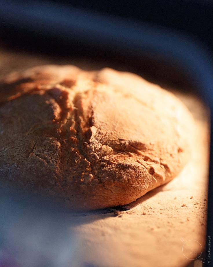 Bezglutenowy chleb bez drożdży na sodzie w piekarniku