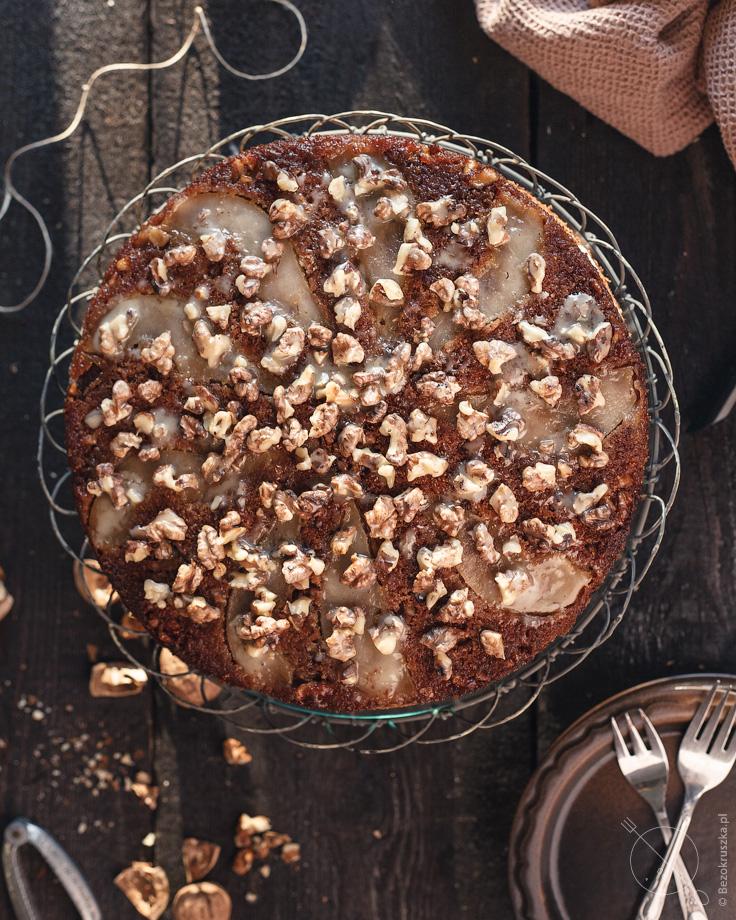 Bezglutenowy tort marchewkowy z mąki gryczanej z gruszkami