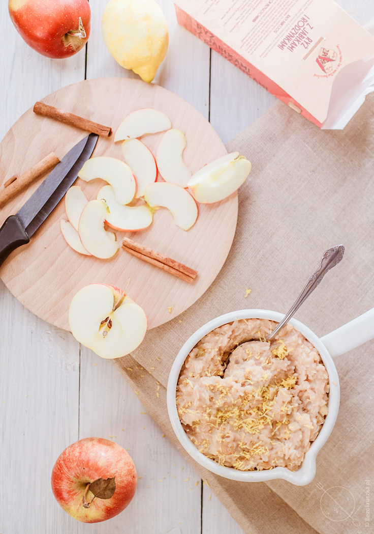 Bezglutenowe ciasto ryżowe bez mąki z jabłkami i rodzynkami