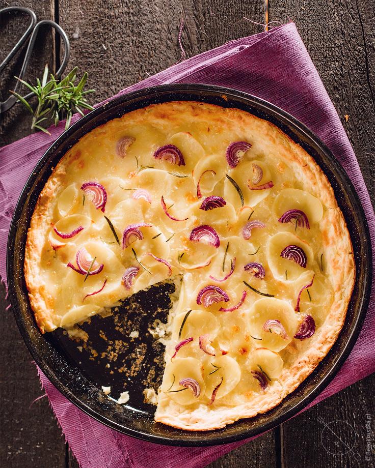 Bezglutenowa pizza ziemniaczana z rozmarynem i kozim serem