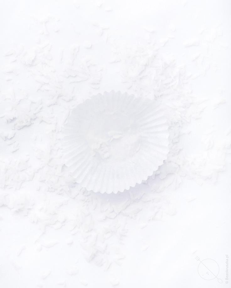Rafaello bezglutenowe kokosowe pralinki w białych papilotkach