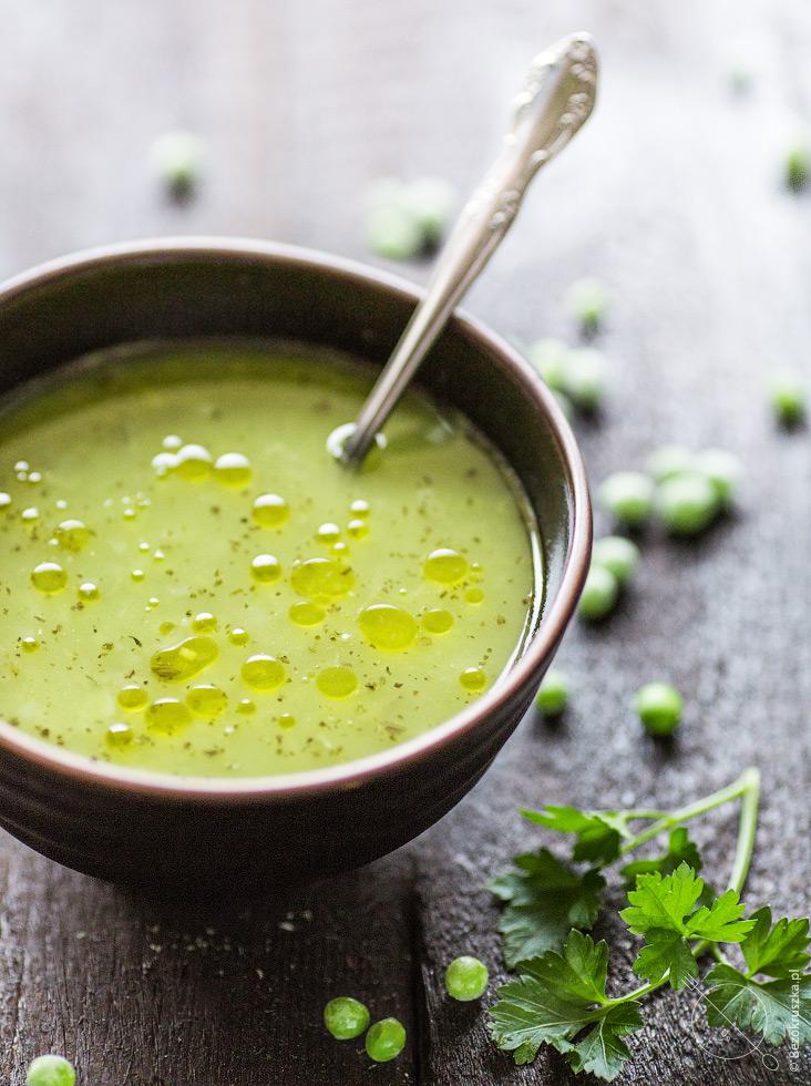 Zupa bezglutenowa z zielonego groszku z miętą