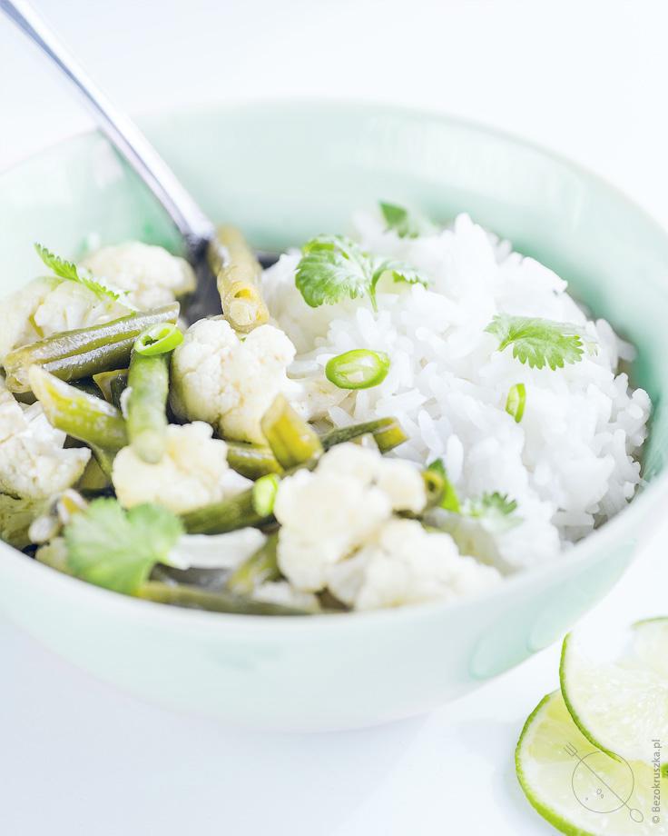 Zielone curry z kalafiorem i fasolką