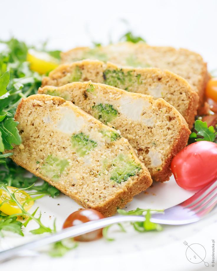 bezglutenowa zapiekanka z maka z ciecierzycy brokułem i kalafiorem wegańska