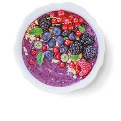 smoothie bowl jagodowy z jezynami malinami borówkami