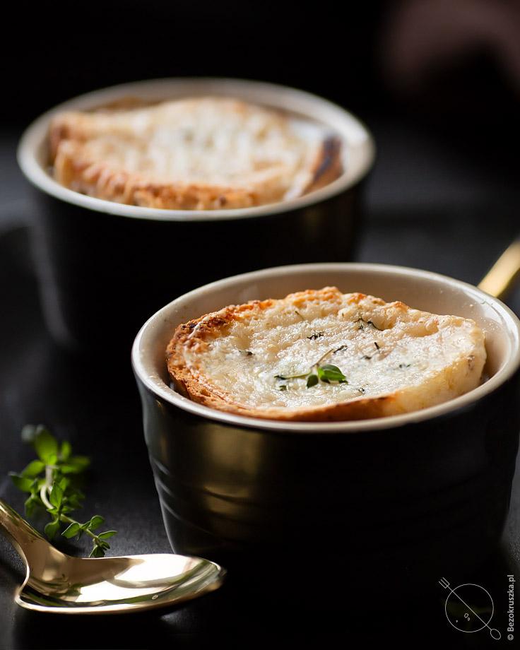 alpejska zupa cebulowa z kozim serem