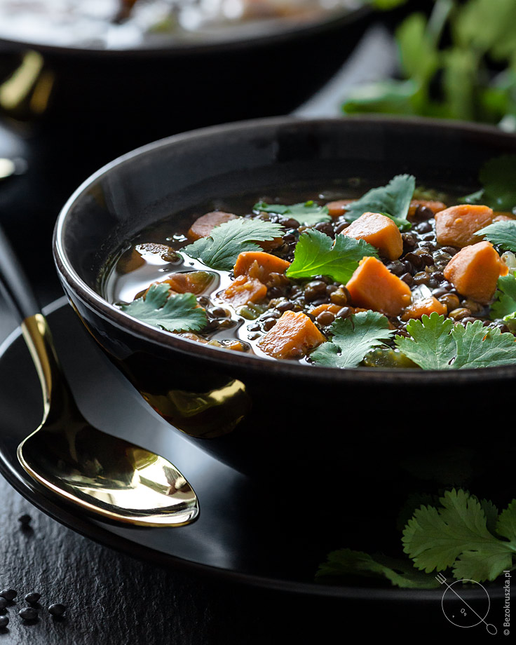 Zupa z czarnej soczewicy wegańska